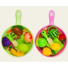 Продукты - фрукты и овощи со сковородкой под слюдой